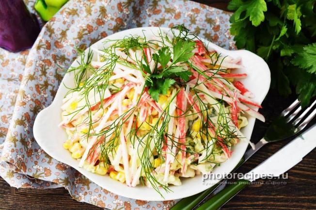 салат из капусты белокочанной с крабовыми палочками