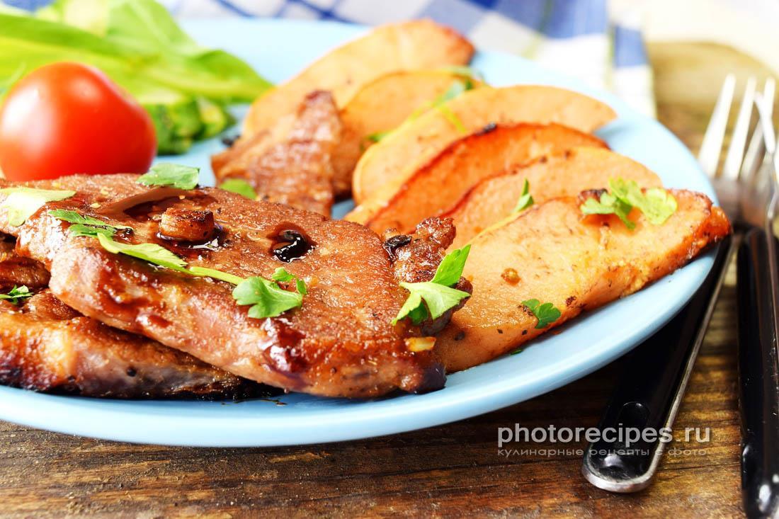 Свинина с айвой и картофелем