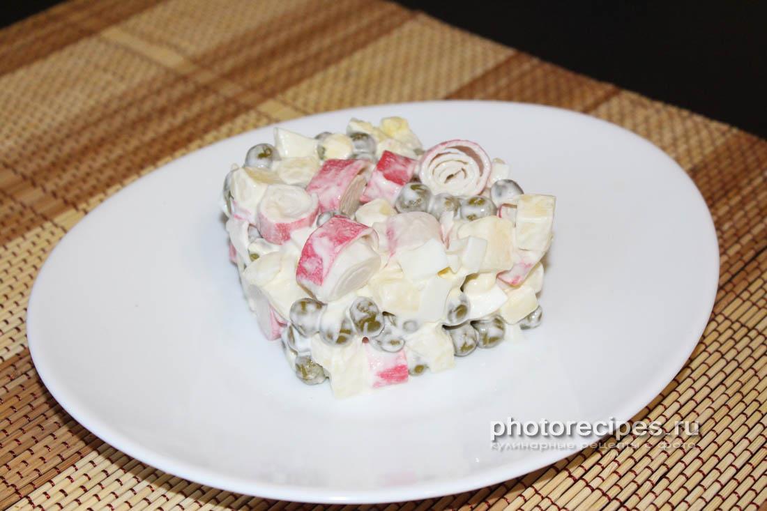 Салат c крабовыми палочками и яблоком