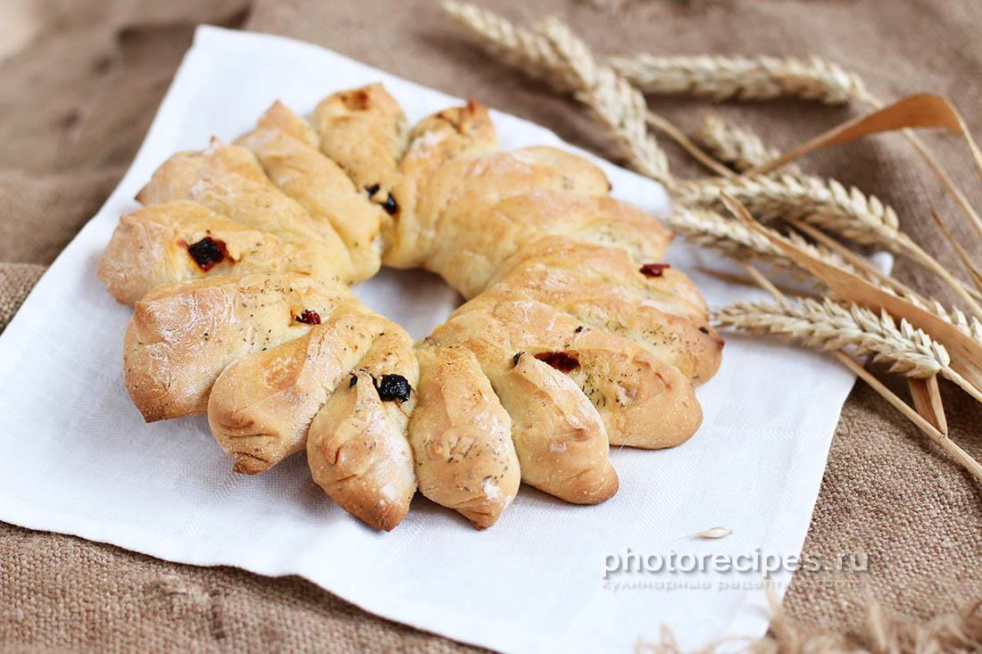 Домашний хлеб с вялеными томатами