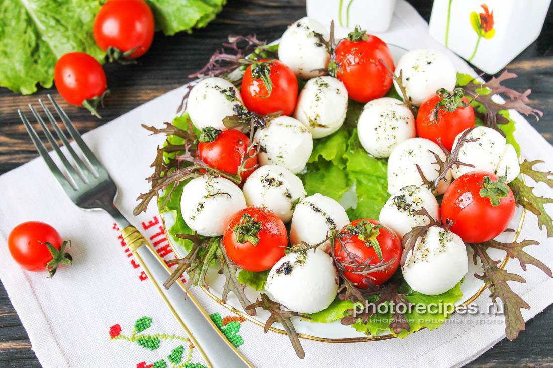 Салат «Капрезе» с рукколой